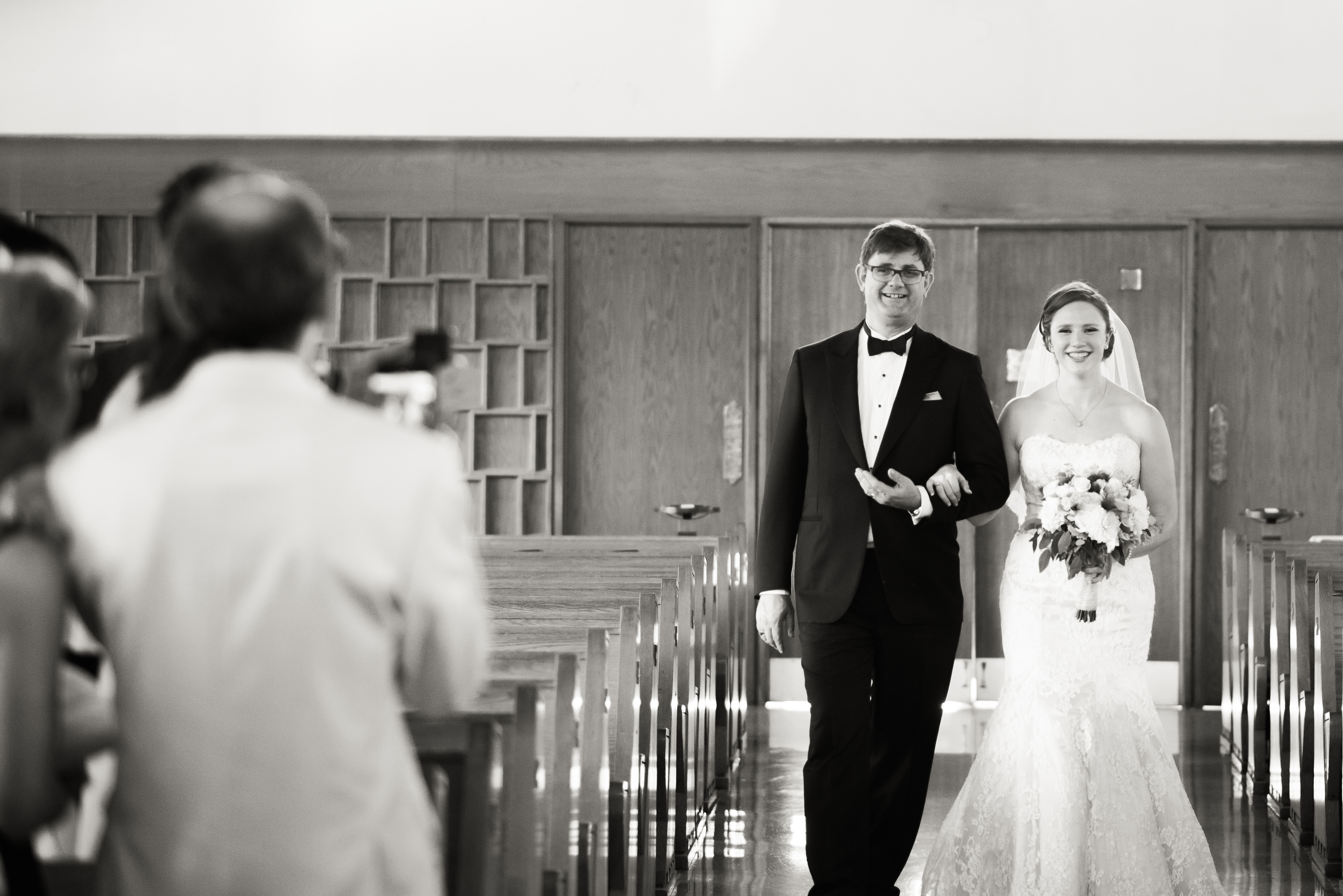 Dad walking the bride down the aisle in Toronto